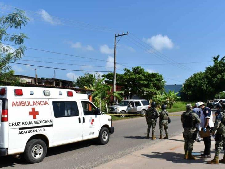Frente a su hijo, asesinan a joven contadora en Acayucan