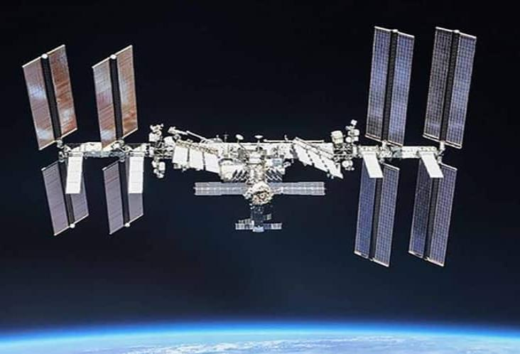 Estación Espacial Internacional pudo chocar contra viejo cohete, revela NASA