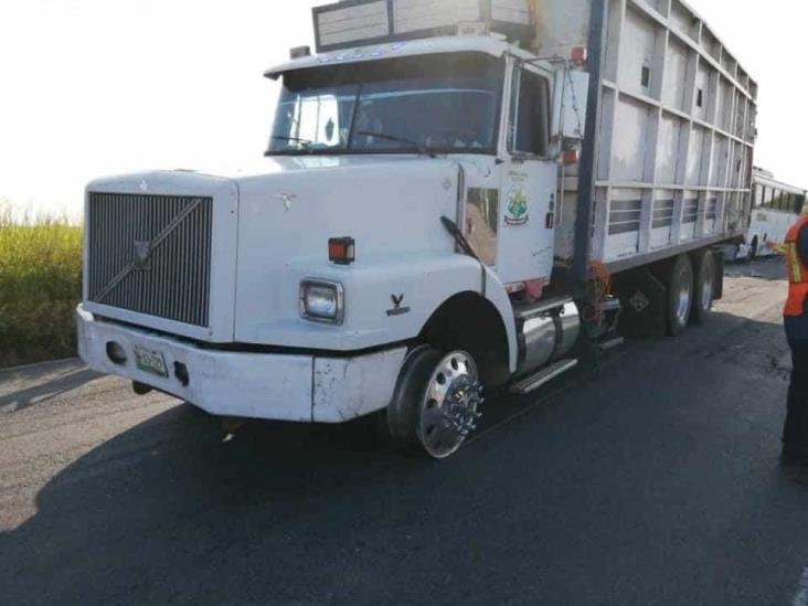 Se registra carambola de al menos 3 vehículos en carretera federal 180
