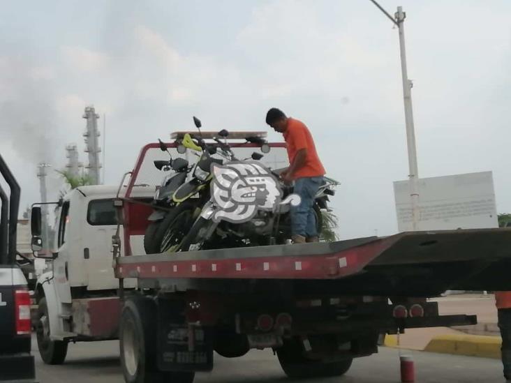 Instalan filtro de revisión en Minatitlán; aseguran motos y camioneta