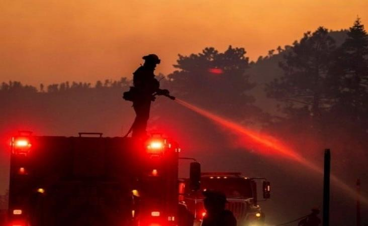 Envía México a un centenar de bomberos a EU para ayudar a controlar incendios
