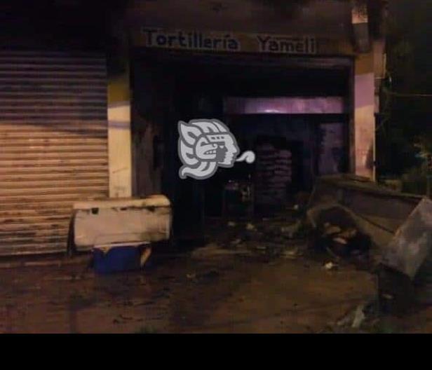 Incendian tortillería del Barrio Primero en Cosoleacaque