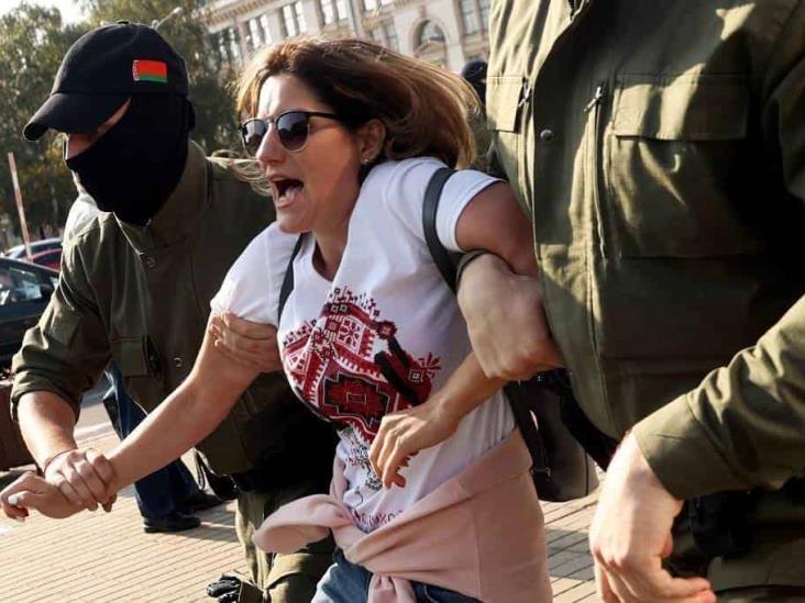 Detienen a decenas en otra protesta contra Lukashenko en Bielorrusia