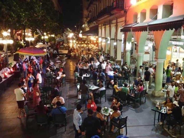 Fiesta de semáforo naranja en Portales de Veracruz