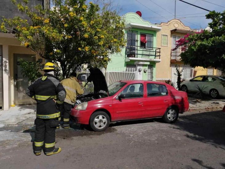 En Veracruz, se registra conato de incendio en automóvil estacionado