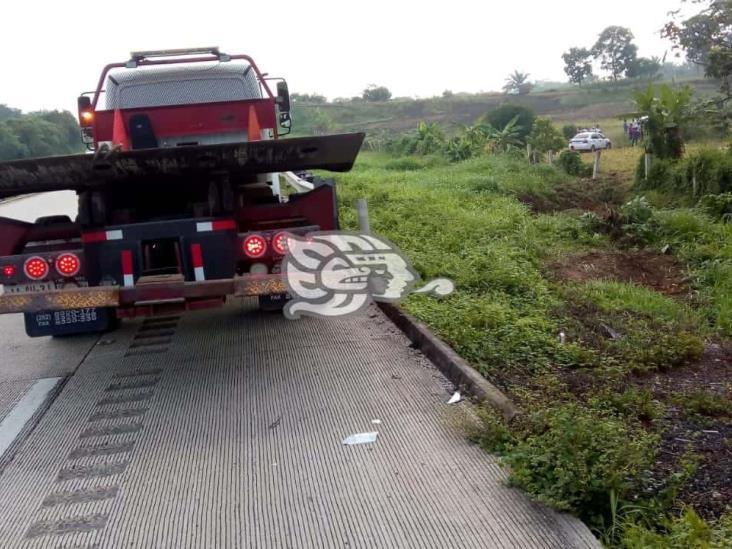 Automóvil terminó afuera de la autopista La Tinaja – Cosoleacaque