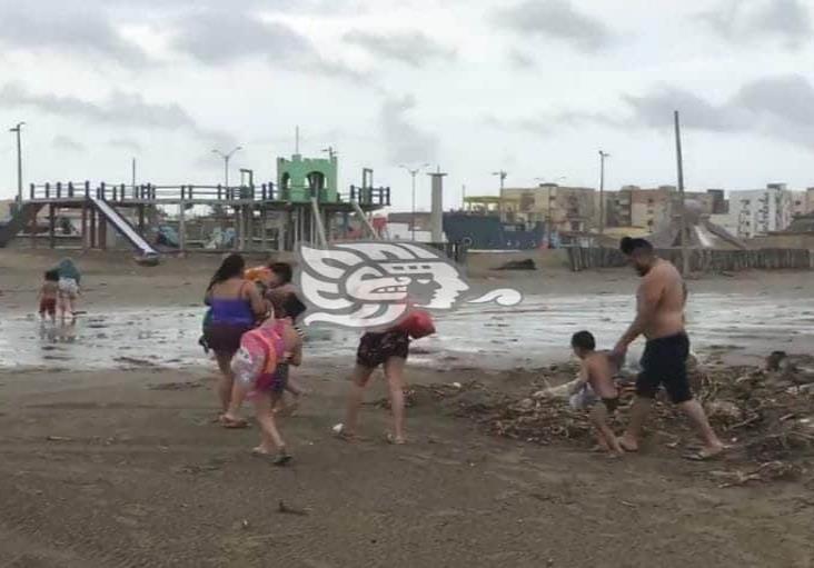 Familia poblana pretendía meterse a la playa de Coatzacoalcos en pleno norte