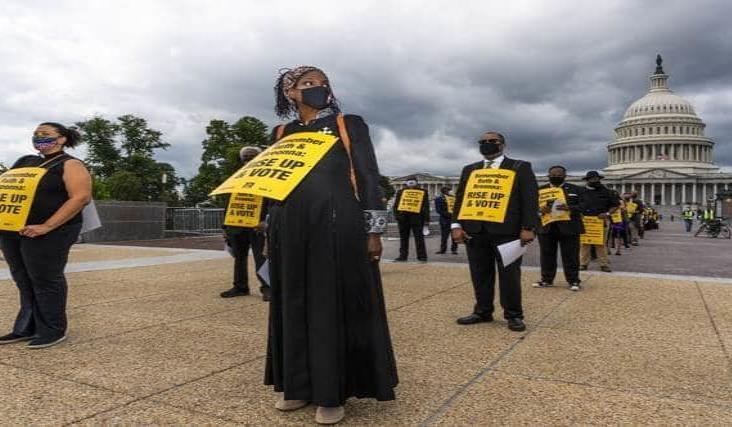 Entierran a la jueza Bader en ceremonia privada en Washington
