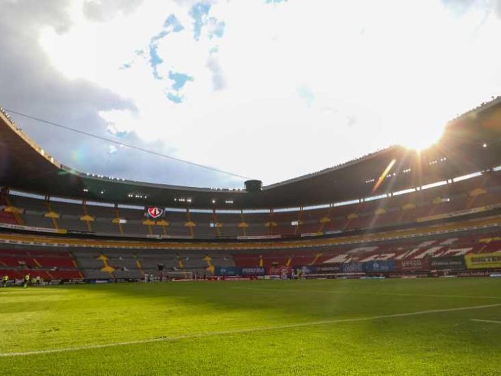 Gobierno de Jalisco analiza abrir estadios en Clásico Tapatío