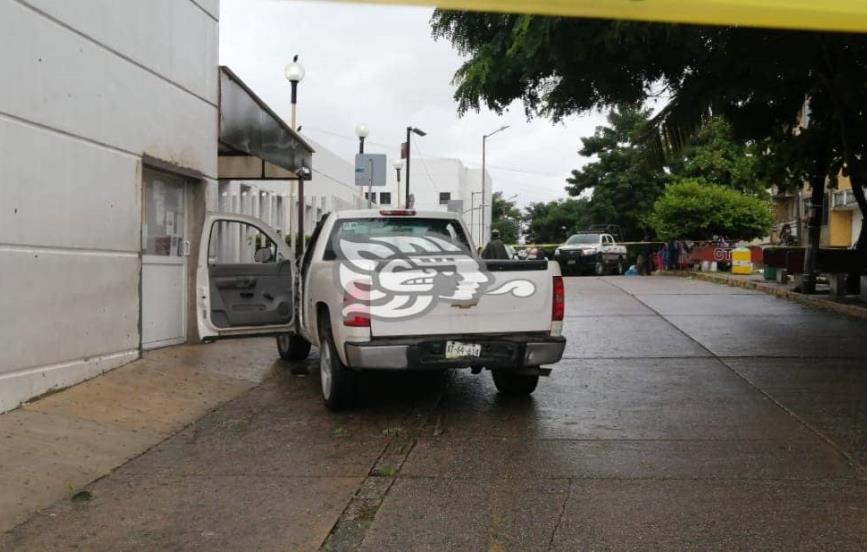 Baleados en taller de Mapachapa llegan al hospital de Coatzacoalcos