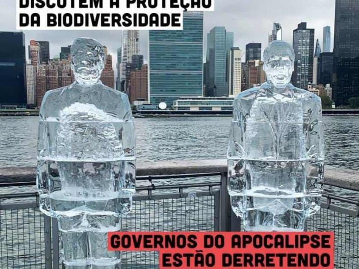 Derriten esculturas de Bolsonaro y Trump en cumbre de biodiversidad