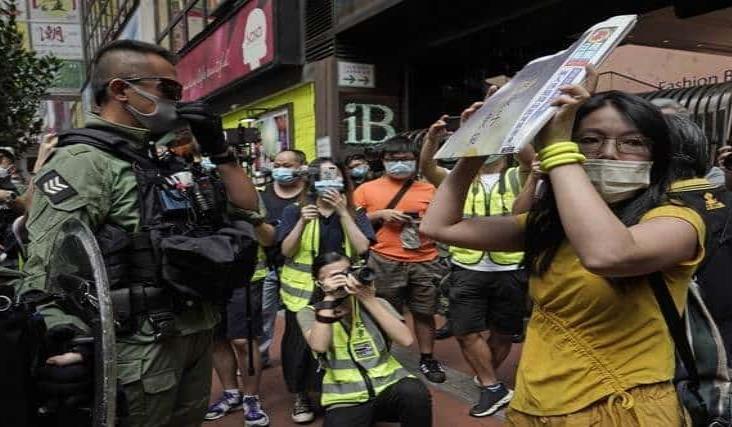 Detienen a decenas en Hong Kong en la fiesta nacional de China