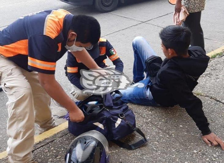 Repartidor resulta lesionado tras accidente en motocicleta