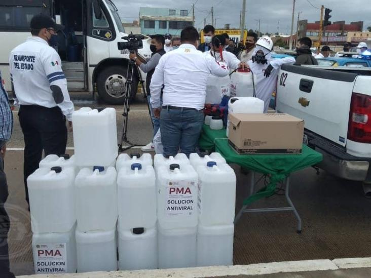 Sanitizan unidades de transporte público en Coatzacoalcos