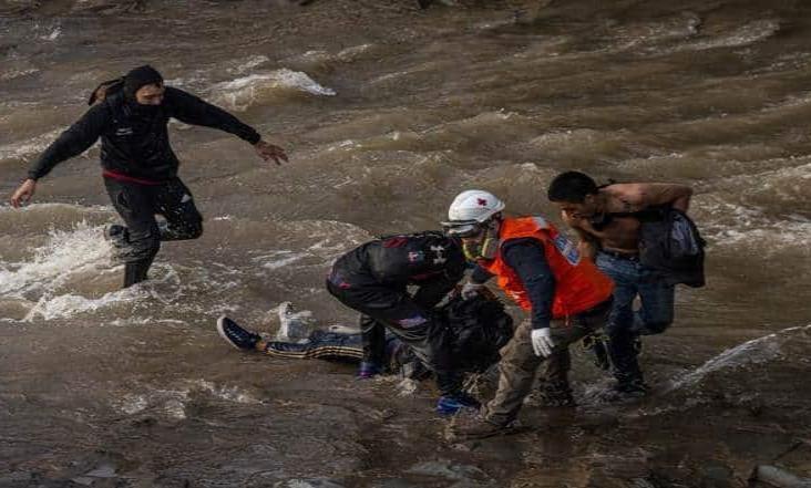 Cargos contra policía acusado de empujar a un joven al río en Chile