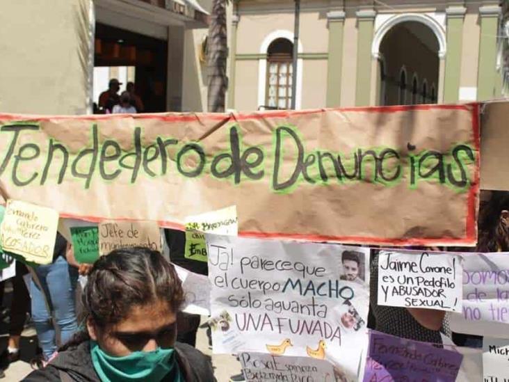 Suspenden a maestros incluidos en tendedero de Córdoba