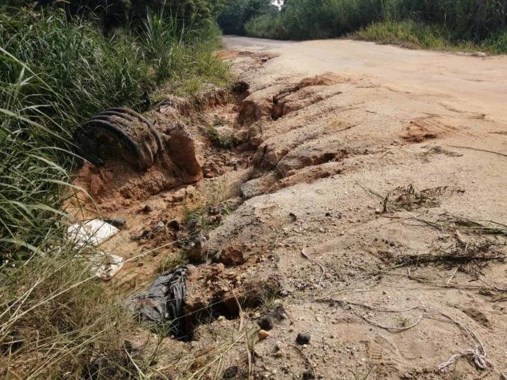 Deslaves en el tramo carretero Nanchital-Villa del Espíritu Santo