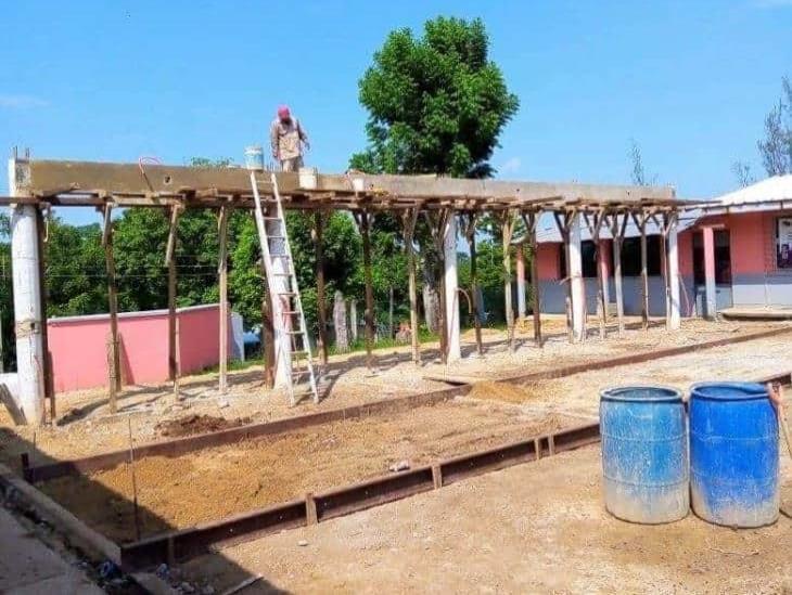Avanzan obras de infraestructura educativa en zona rural de Minatitlán
