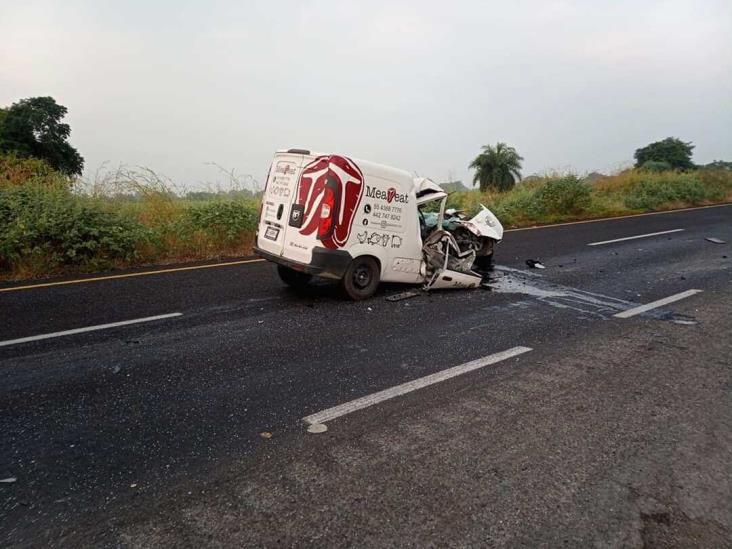 Aparatoso accidente sobre autopista a Cosamaloapan deja 4 lesionados