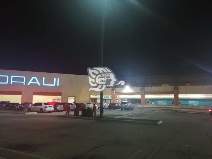 A balazos roban un auto en plaza comercial de Coatzacoalcos