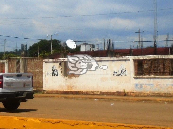 Abandonada la ampliación del Centro de Salud de Mecayapan