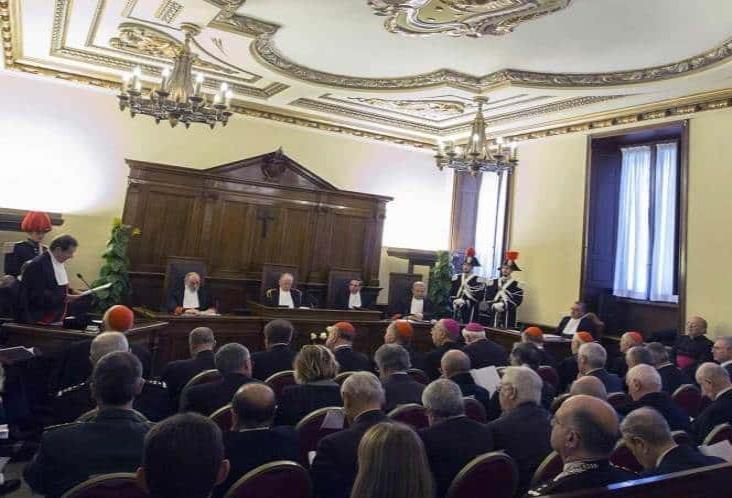 El Vaticano juzga penalmente a 2 sacerdotes por abuso sexual