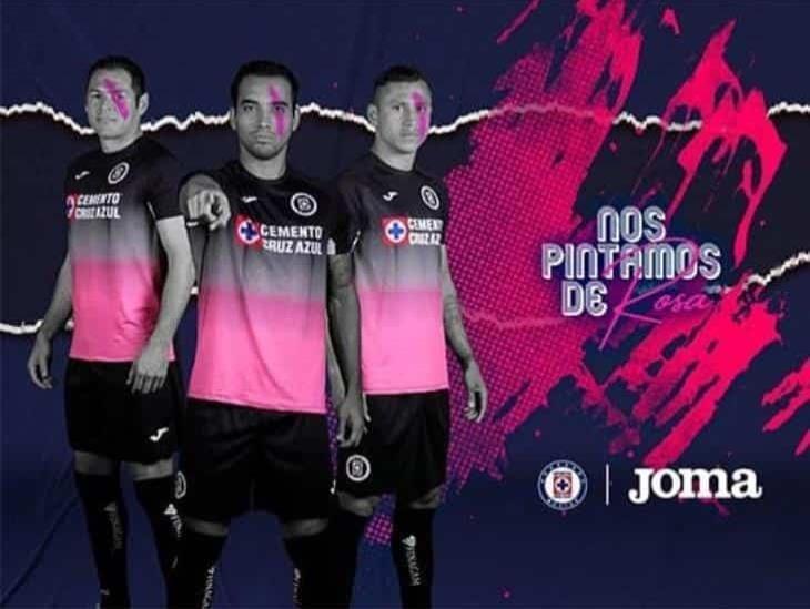 Cruz Azul presentó playera especial por lucha vs cáncer de mama