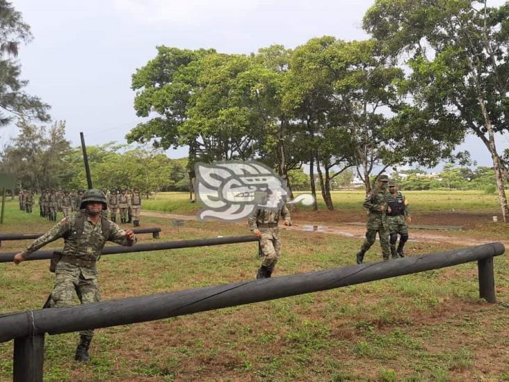 Adiestran a nuevos miembros de las Fuerzas Armadas en Minatitlán