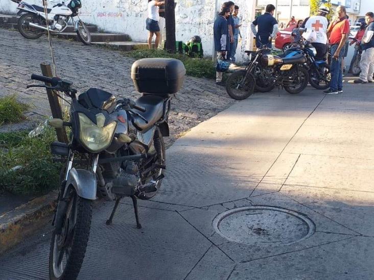 Choque entre dos motociclistas deja una persona lesionada