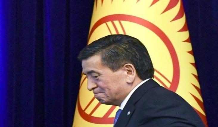 Renuncia el presidente de Kirguistán en medio de crisis política