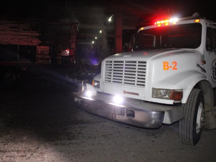 Se incendia tracto camión en Martínez de la Torre