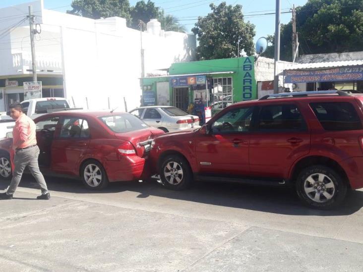 Se registra carambola de 4 autos en Veracruz