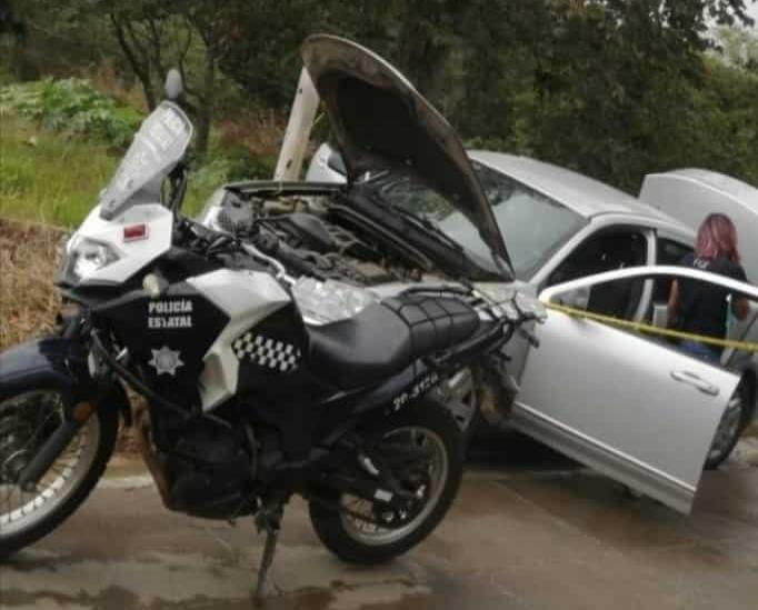 Con lujo de violencia, roban automóvil en Xalapa