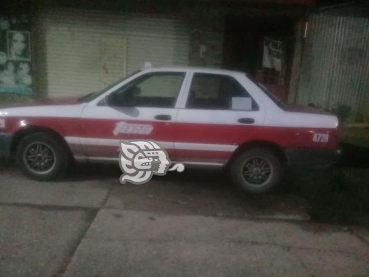 Roban auto de sitio en plaza de Coatzacoalcos