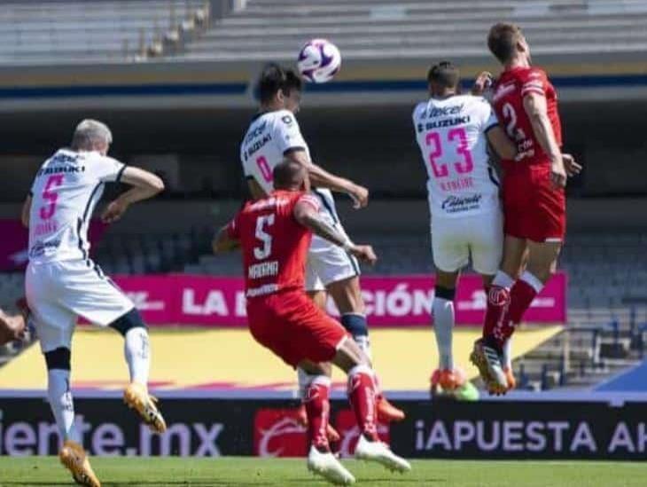 Pumas aprovechó autogol de García y venció a Toluca