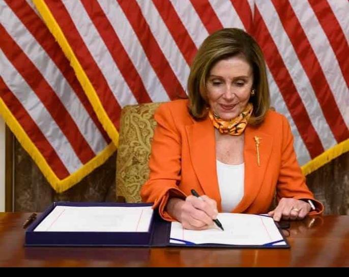 Pelosi confía lograr paquete de ayuda por Covid antes de elecciones